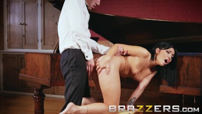 Brazzers – Rina Ellis Takes A Big Dick In Her Ass