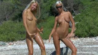Natali Blond Lea Tyron Beach Black & White