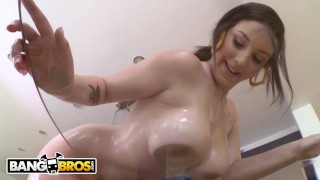 BANGBROS – 18 Year Old Babe Noelle Easton Is Unbelievably Hot